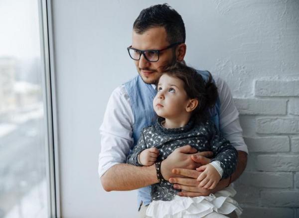 На фото: Дмитрий с дочкой Савиной