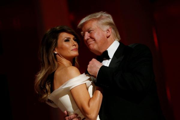 На фото: Дональд Трамп и Мелания « caption=»false