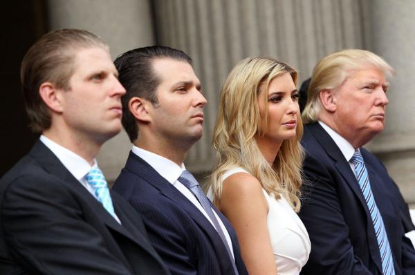 На фото: Дональд Трамп со старшими детьми