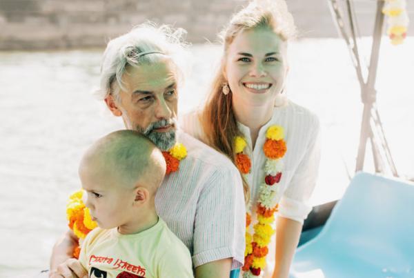 На фото: Эдуард Бояков с женой Людмилой и сыном Захаром