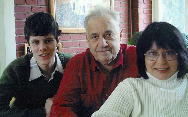На фото: с дочерью и внуком