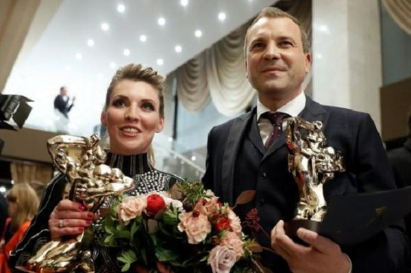 На фото: Евгений Попов и Ольга Скабеева