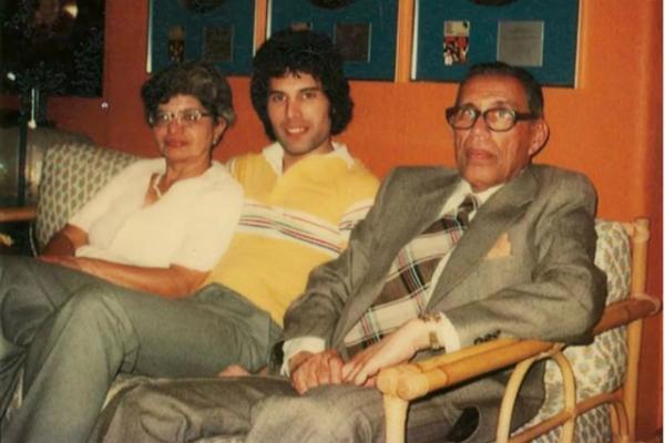 Фредди Меркьюри с родителями
