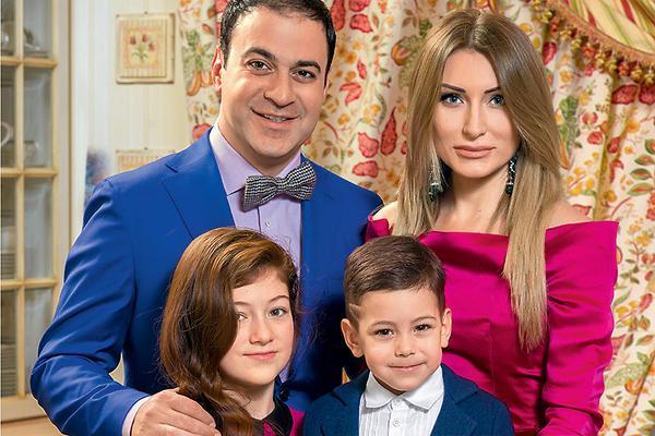 На фото: Гарик Мартиросян с женой Жанной, дочерью Жасмин и сыном Даниэлем