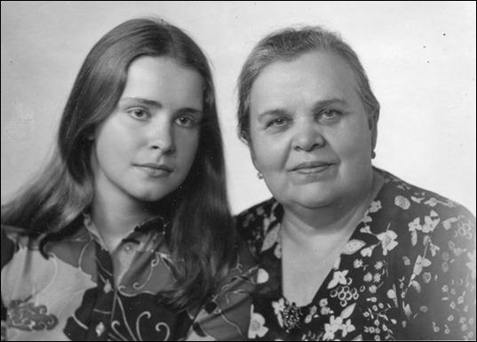 Клавдия Евгеньевна, теща Георгия Жукова, с внучкой Машей Жуковой