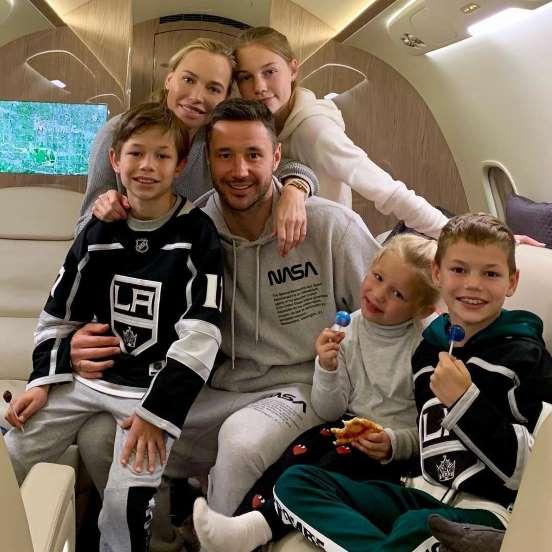 На фото: семья хоккеиста