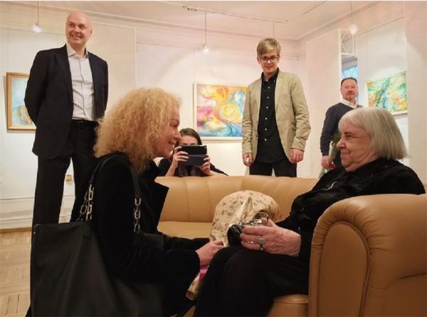 Юлиан Макаров, Анна Макарова и художник, заслуженный деятель искусств РСФСР Татьяна Сельвинская