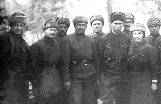 Михаил Рост - отец Юрия (крайний слева) с однополчанами на фронте под Москвой