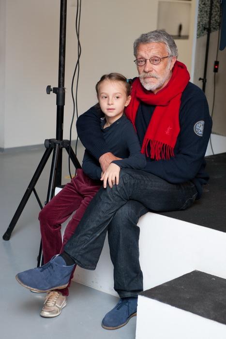 На фото: Юрий Рост с внучкой Никой