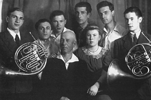 Выпускники музыкального училища при московской консерватории имени П.И. Чайковского по классу валторны (Юрий Саульский - крайний справа)