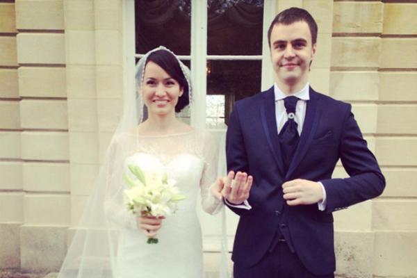 На фото: Иван Абрамов с женой