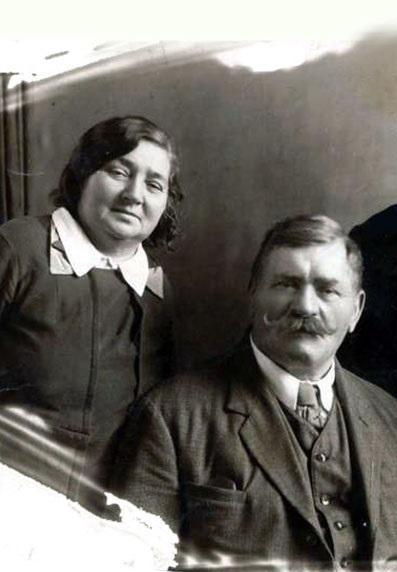 На фото: Иван Поддубный и Поддубная Мария Семёновна
