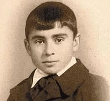 На фото: Лео Бокерия в детстве
