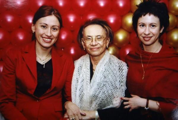 На фото: Ольга Александровна с дочерьми