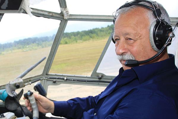 Леонид Якубович за штурвалом самолета