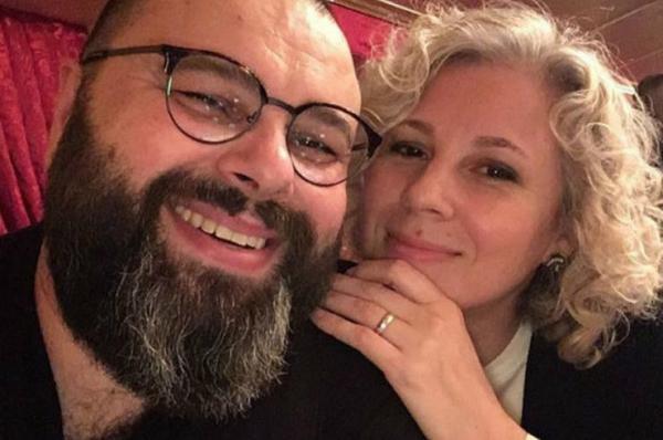 На фото: Максим Фадеев с женой Натальей