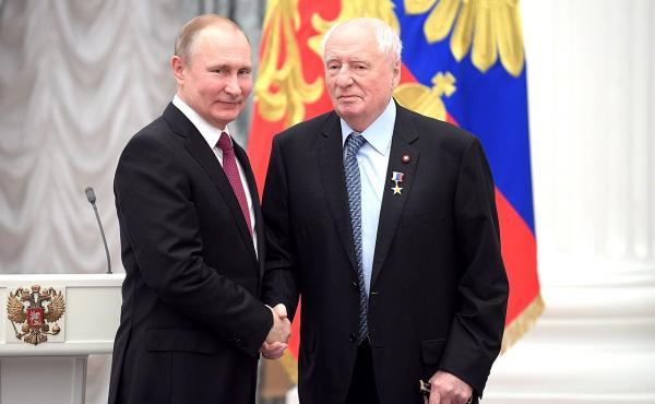 Марк Захаров на церемонии вручения Золотой звезды Героя Труда
