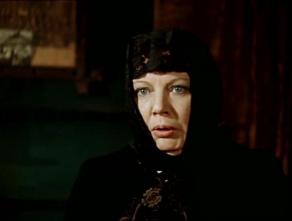 Нина Лапшинова в роли жены отца Федора в кинофильме Марка Захарова «12 стульев»