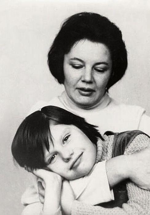 Нины Лапшинова с дочерью Сашей Захаровой