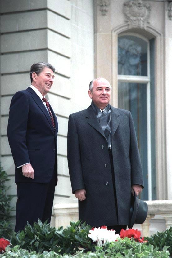 Михаил Горбачёв и Рональд Рейган