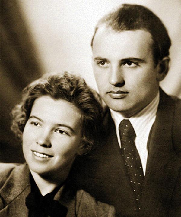 На фото: Раиса Горбачева и Михаил Горбачев в молодости
