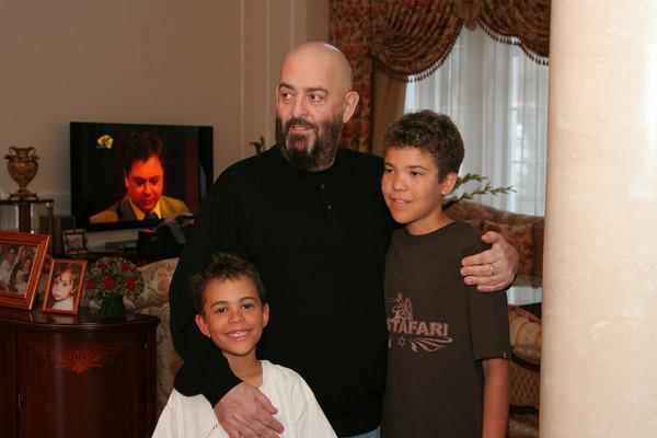 Михаил Шуфутинский с внуками Дмитрием и Ноем