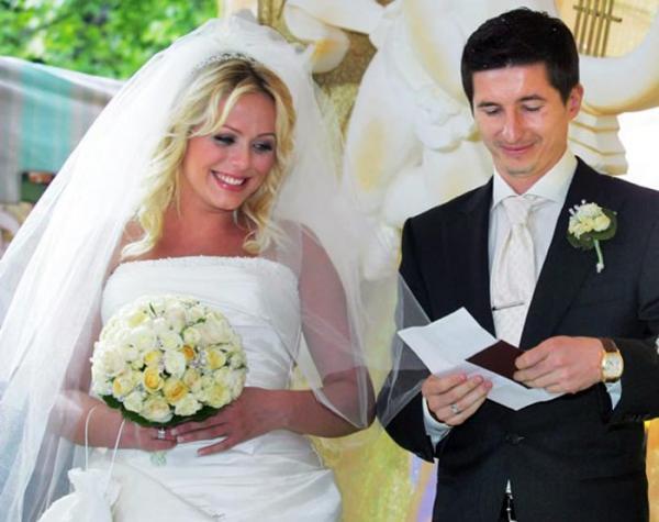 Юлия Началова и Евгений Алдонин на свадьбе