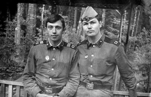 Никас Сафронов (справа) в армии