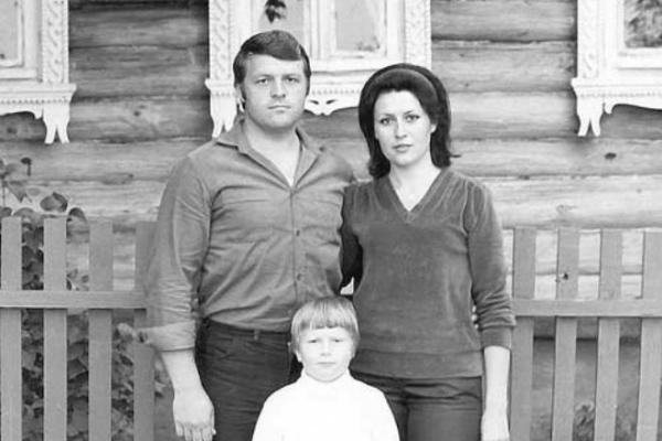 На фото: Николай Басков в детстве