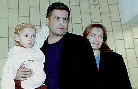 На фото: Николай Расторгуев с супругой Натальей и сыном
