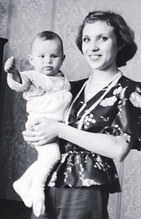 Первая супруга музыканта с сыном Павлом