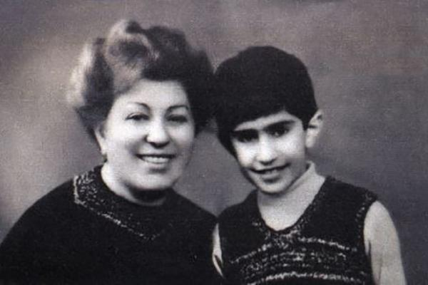 На фото: Ламара Николаевна Цискаридзе с сыном Николаем