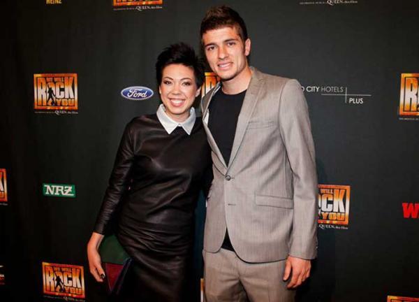 На фото: Роман со своей девушкой Моной Опп