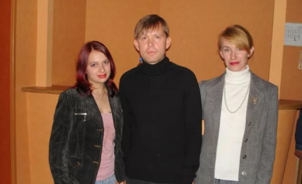 Олег Погудин с поклонницами