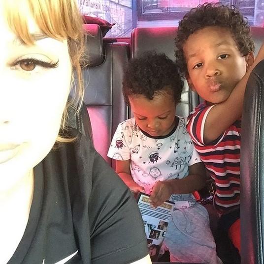 На фото: Жена и дети Пьера Айджо