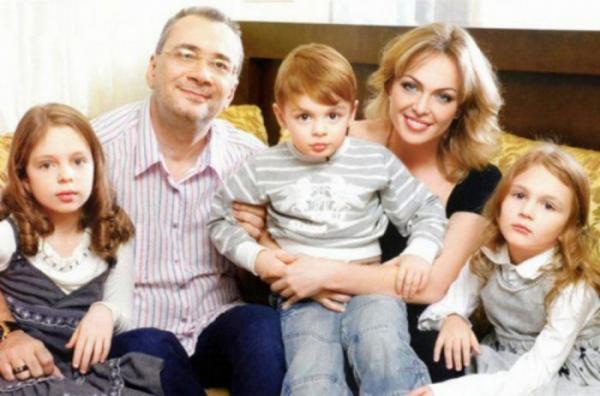 Константин Меладзе с бывшей женой Яной и детьми: Алисой, Лией и Валерием