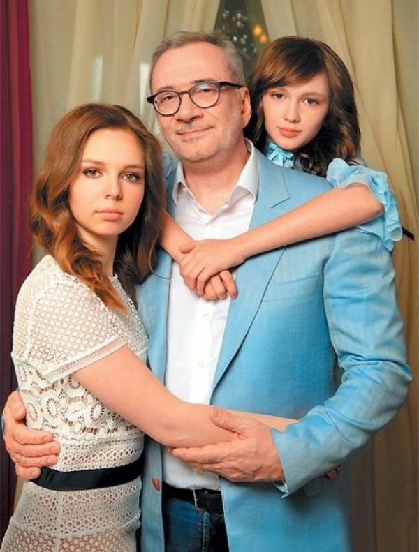 Константин Меладзе с дочерьми Алисой и Лией