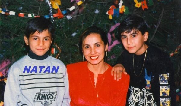 Натан с мамой и братом