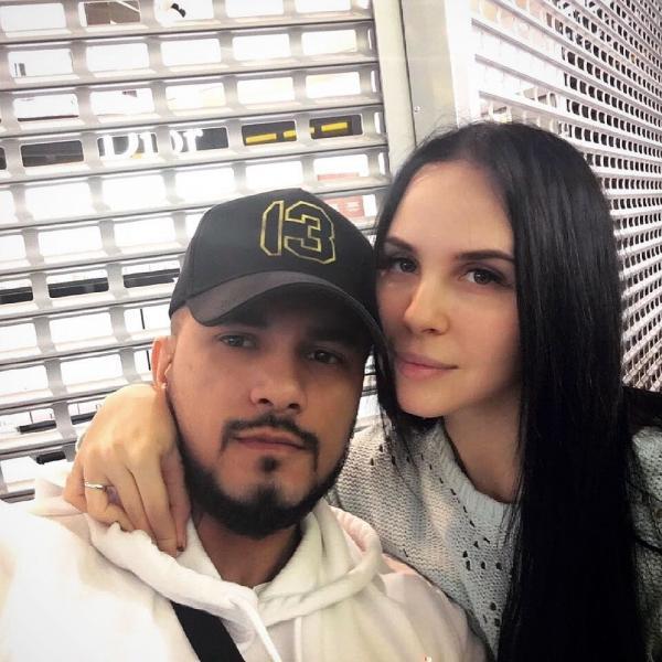 На фото: Натан с женой Настей
