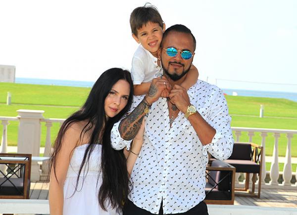 Натан с женой Анастасией и сыном Натанаэлем