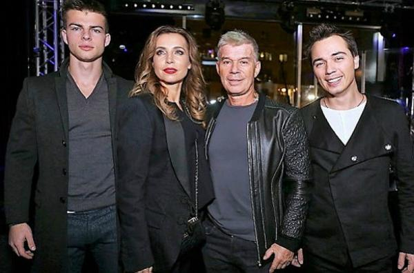 Олег Газманов со второй женой и сыновьями: Родионом и Филиппом