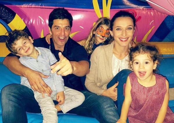 Сакис Рувас и Катя Зигули с детьми
