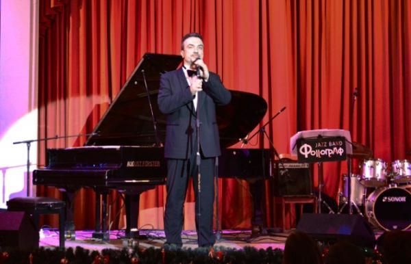 Сергей Жилин на сцене