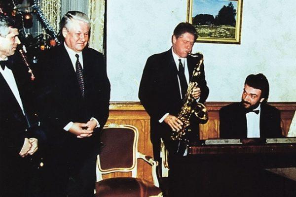 Сергей играет для Бориса Ельцина и Билла Клинтона