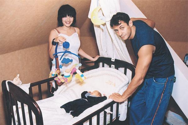 На фото: Стас Костюшкин со второй женой Ольгой и сыном Мартином