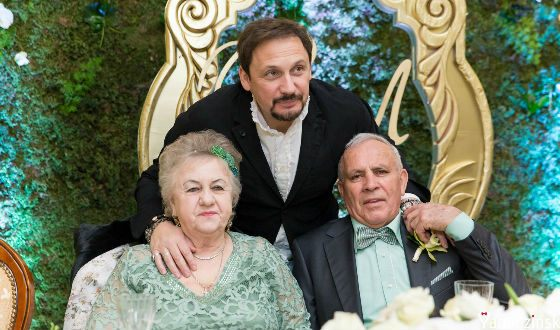 Михайлов с родителями