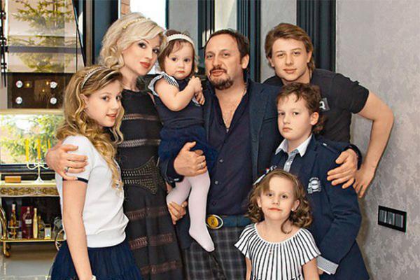 На фото: семья Стаса Михайлова
