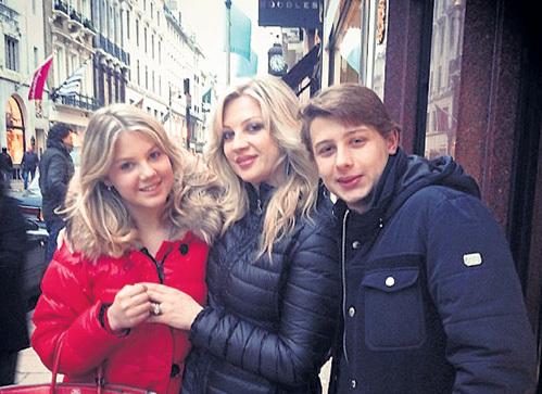 Инна Михайлова со старшими детьми