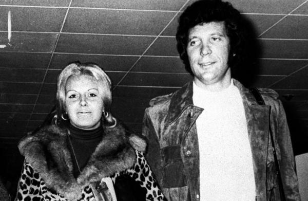 Молодой Том Джос с женой