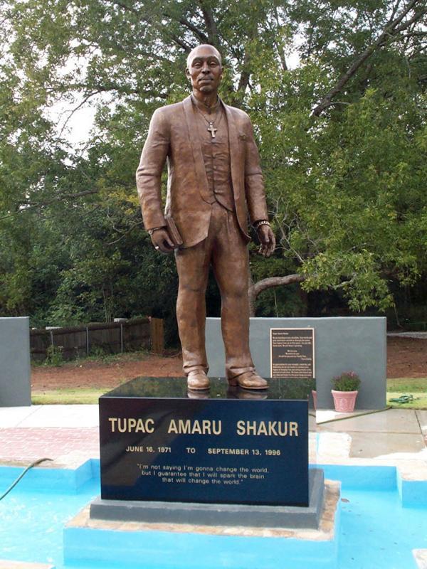 Памятник Тупаку Шакуру